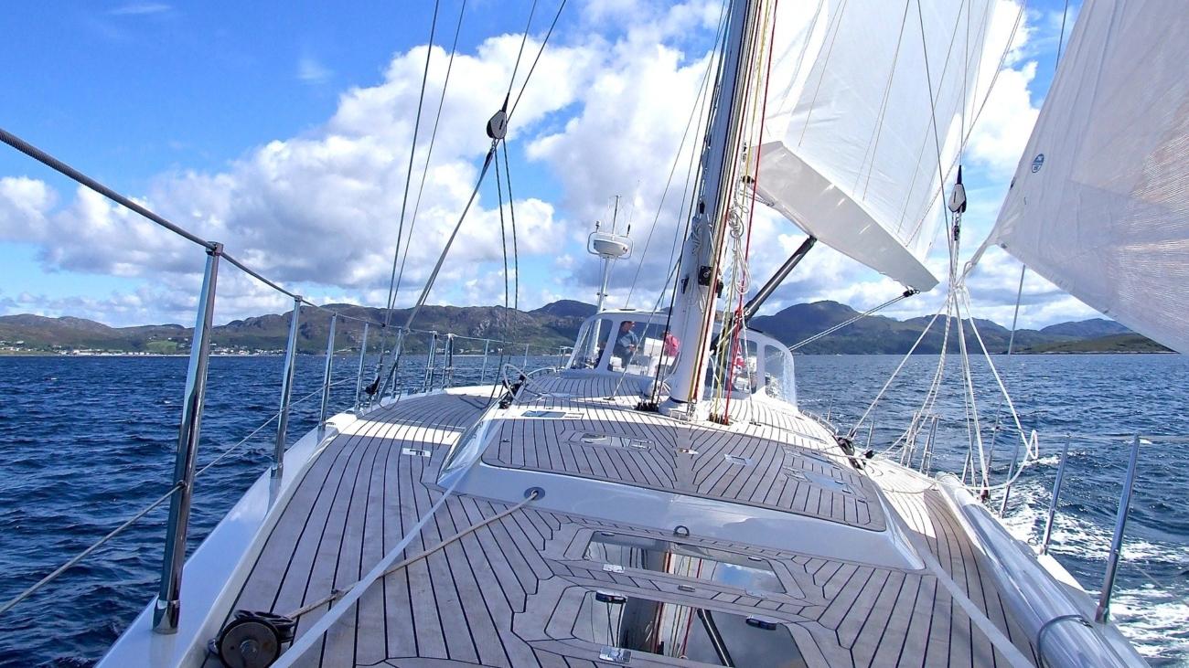 yacht-802319_1920